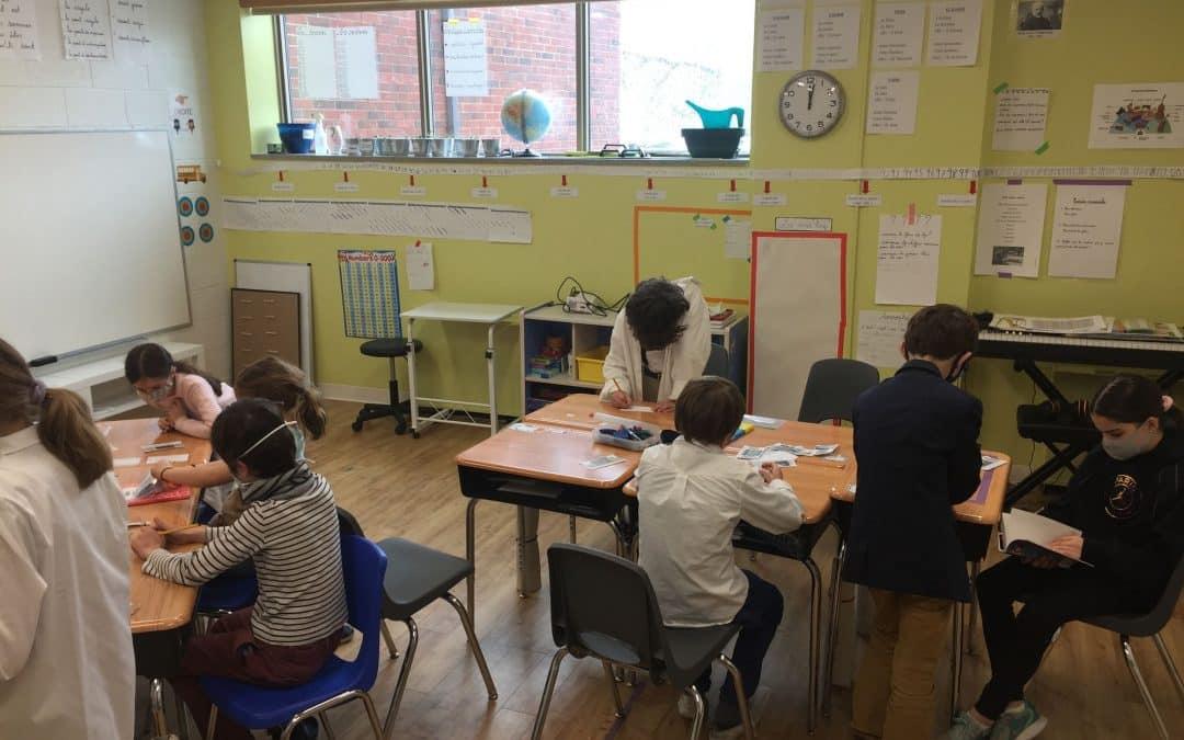 Les classes à multi-niveau: une organisation de classe qui favorise l'autonomie, l'entraide, et l'apprentissage